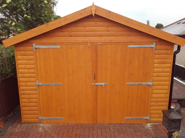 Log lap boarded single wooden garage